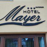 Mayer Hotel plasztikus felirat